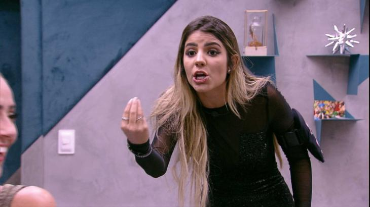 Hariany brigando com Paula