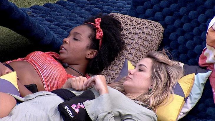 """BBB20: Marcela reclama de Gizelly para Thelma: """"Fiquei muito chateada com isso"""" - BBB - NaTelinha"""