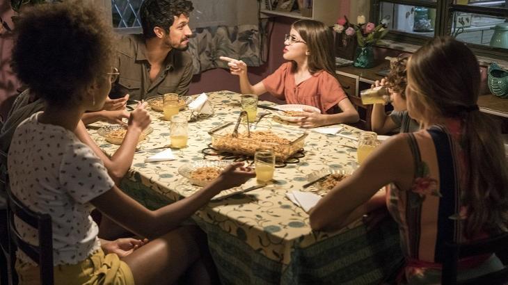 Bom Sucesso: Filhas de Paloma reclamam de Marcos e criam climão em jantar