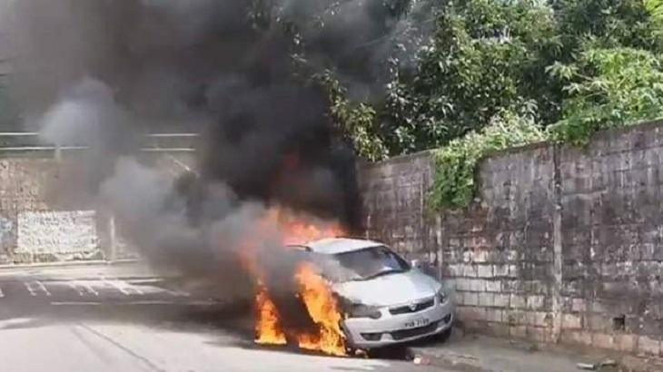 Carro da Record pegando fogo