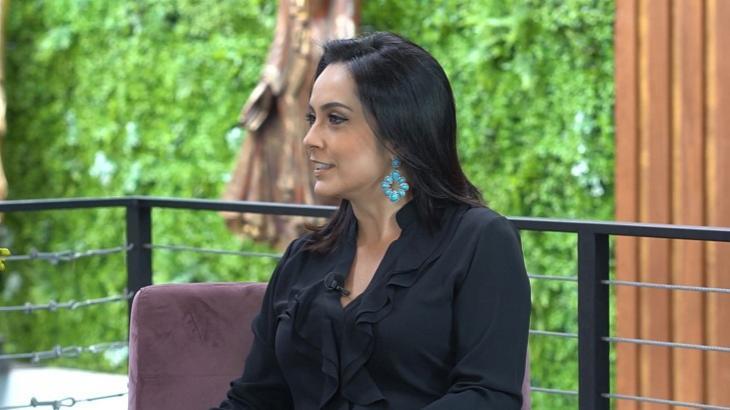 Izabella Camargo no programa de Amanda Françoso