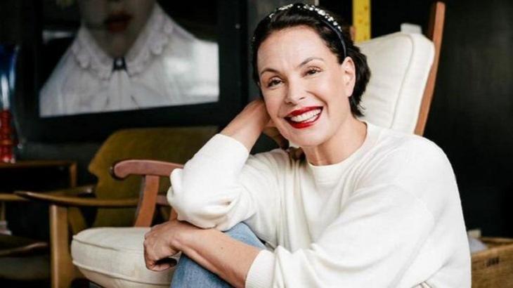 Carolina Ferraz por trás das câmeras do Domingo Espetacular: Tragédias, namoros e tretas
