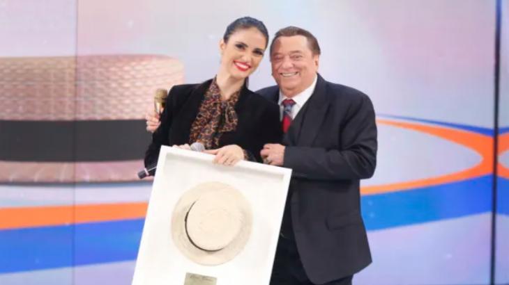 Chris Flores e Raul Gil Foto: Divulgação/SBT
