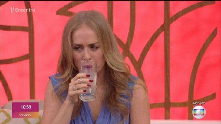 Angélica participa do Encontro e cospe suco de limão: