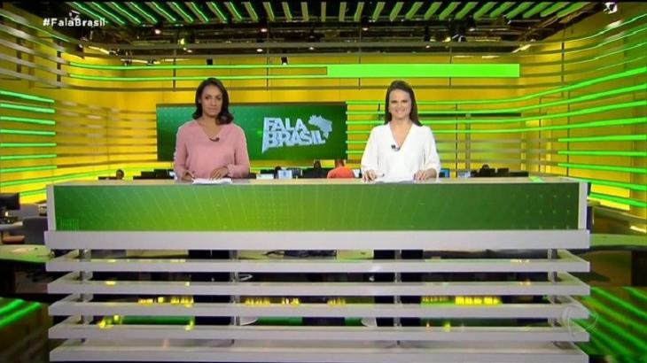 Fala Brasil estreou novo cenário com direito a apresentadoras de pé, atrás da bancada. Foto: Reprodução