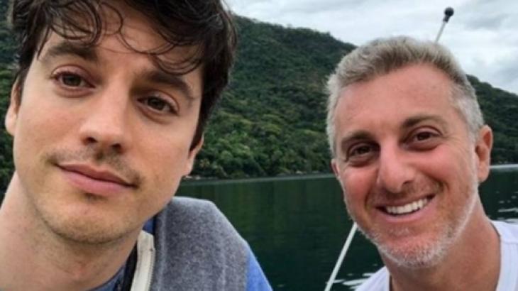 """Irmão de Luciano Huck se declara para marido: """"Melhor coisa de 2020"""""""