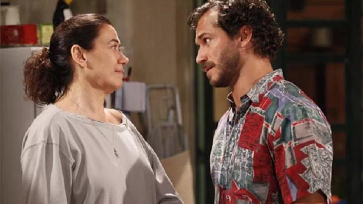 Fina Estampa: Sem René, Griselda se aproxima de ex-crush, mas bate boca