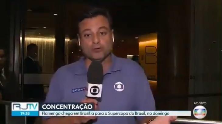 Éric Faria teve de ouvir xingamentos contra a Globo por parte da torcida do Flamengo - Foto: Reprodução