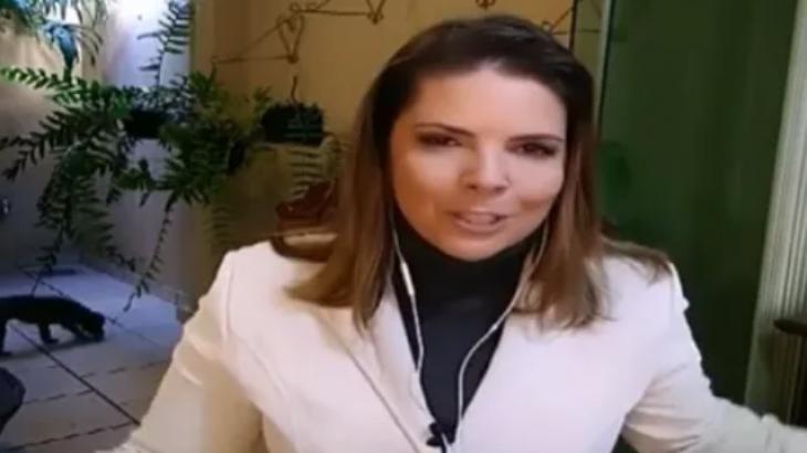 Cachorro aparece fazendo cocô durante reportagem ao vivo da Globo