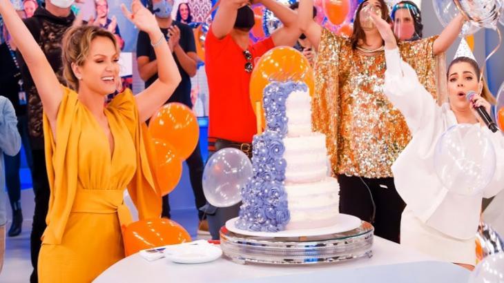 Programa Eliana comemora 11 anos no SBT e recebe Gkay no quadro Rede da Fama