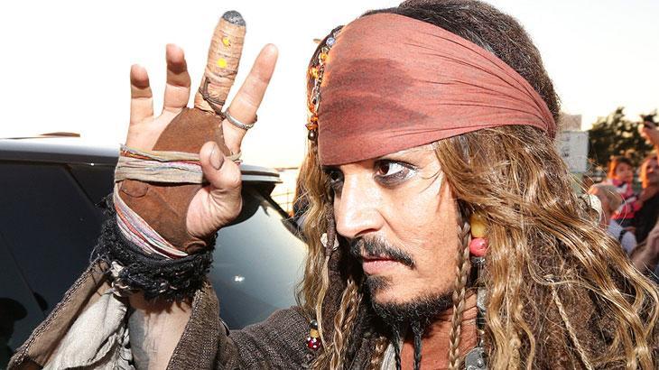 Fãs criam abaixo-assinado pedindo a volta de Johnny Depp como Jack Sparrow