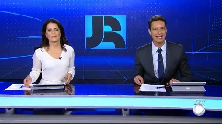 Jornal da Record aproveita grade antecipada da Globo e cresce no Ibope