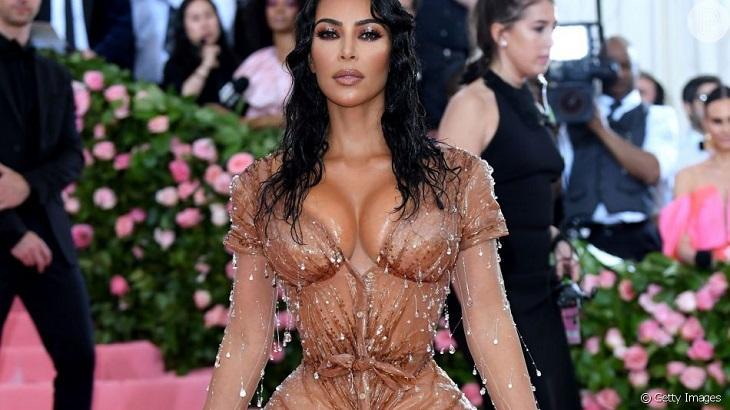 Kim Kardashian e Kanye West brigam por conta de vestido