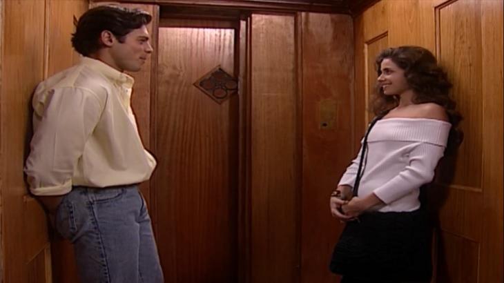 Cena de Laços de Família com Fred e Capitu no elevador