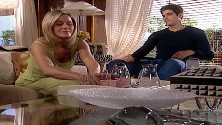 Na novela Laços de Família, Edu e Helena terão conversa tensa - Foto: Reprodução/Globoplay