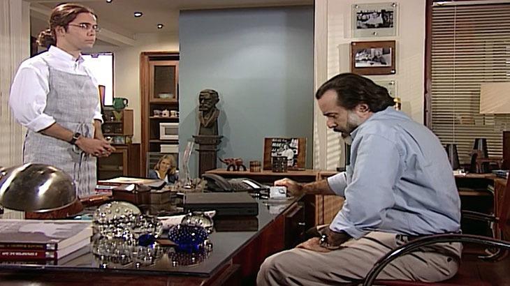 Cena de Laços de Família com Miguel e Paulo conversando