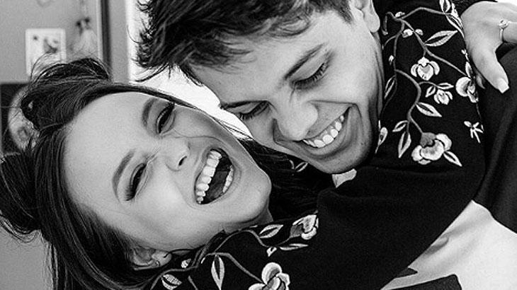 Larissa Manoela comemora cinco meses de namoro: