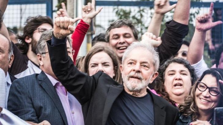 Lula deixou a prisão e repercutiu entre os famosos. Foto: Reprodução