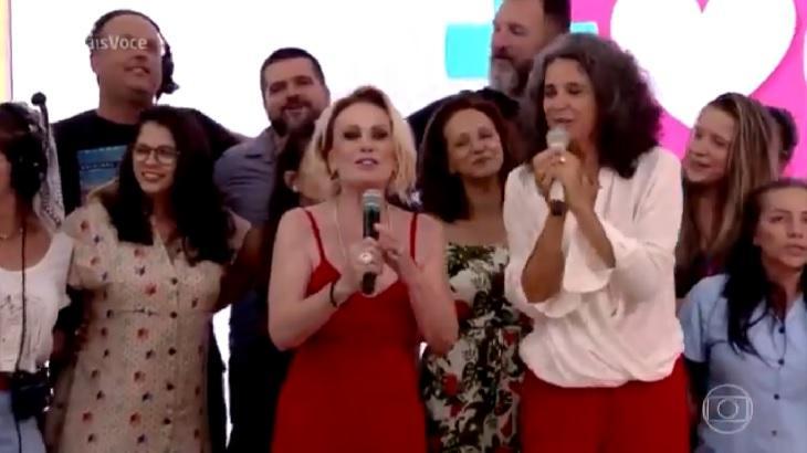 Simone participou do Mais Você e cantou música de Natal