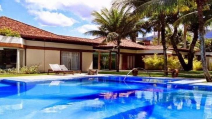 De Xuxa a Mara: As mansões milionárias de famosos que foram colocadas à venda