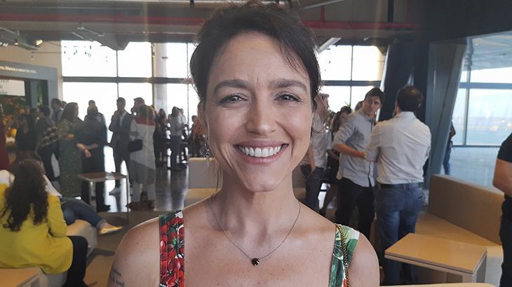 Autora de Amor de Mãe evita pensar que irá substituir A Dona do Pedaço na Globo