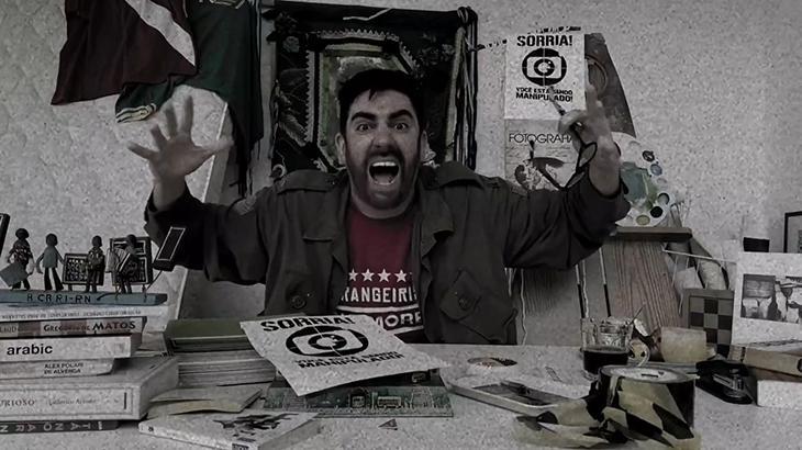 Marcelo Adnet resgata militante revoltado para tirar sarro de pane no JN