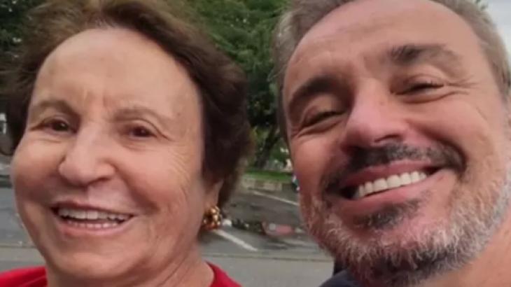 Mãe de Gugu recebe homenagem por doação de órgãos do apresentador