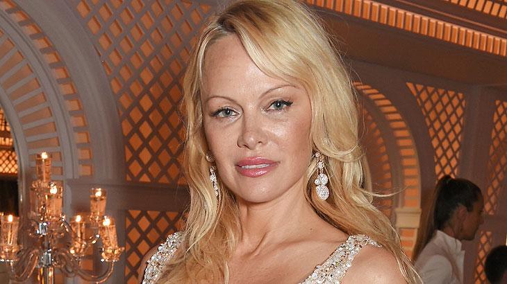 Pamela Anderson: Eisoptrofobia - medo de espelhos. Quem diria, uma das mulheres mais extravagantes do cinema tem medo de espelho. A Eisoptrofobia quem dizer também medo de se ver o próprio reflexo no espelho.