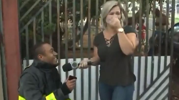 Repórter é pedida em casamento ao vivo - Foto: Reprodução