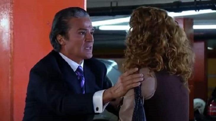 Cena de Quando me Apaixono com Gonçalo segurando Renata pelo braço
