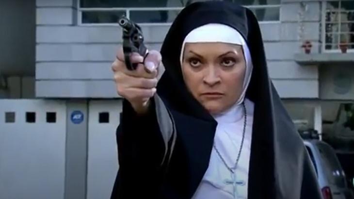 Quando me Apaixono: Demoníaca, Josefina coloca dois em sua mira e atira sem dó