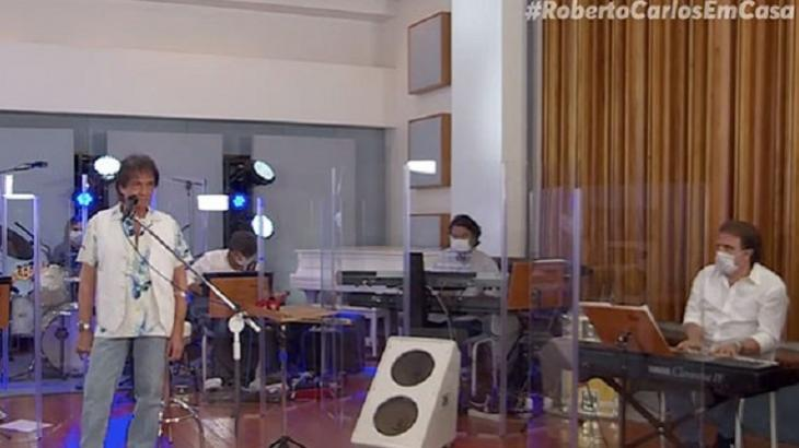 Roberto Carlos durante live