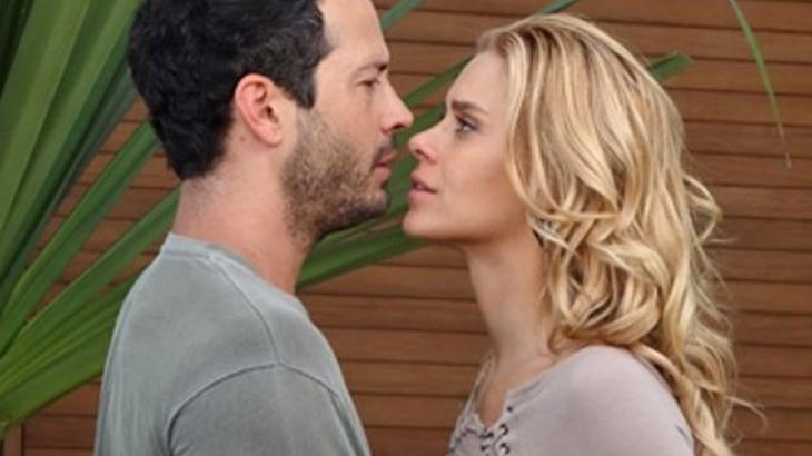 Wallace enquadra Teodora em Fina Estampa - Reprodução/TV Globo