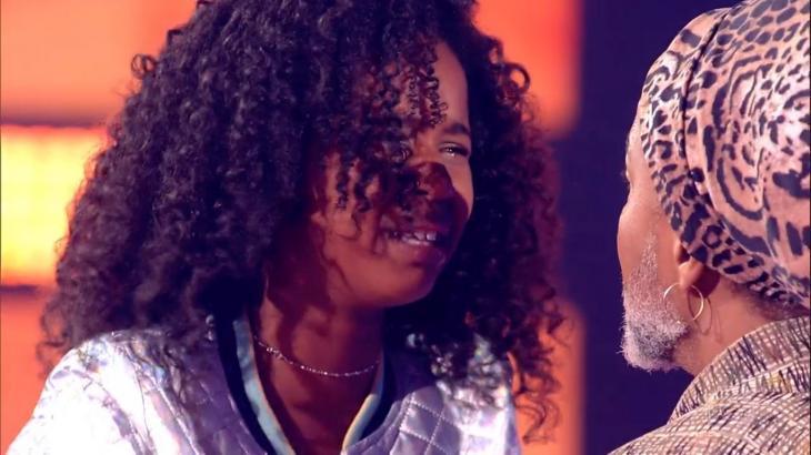Brown vira no último instante e leva menina ao delírio no The Voice Kids