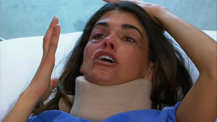 Cena de Triunfo do amor com Fernanda deitada no hospital chorando com um equipamento no pescoço