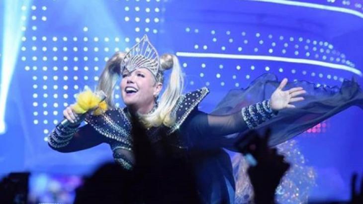Xuxa, caracterizada durante show em São Paulo - Foto: Blad Meneghel