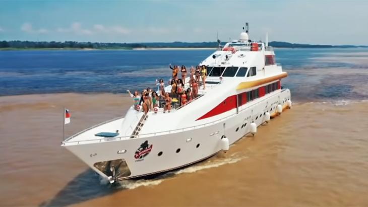 Reality confina 12 mulheres em um luxuoso iate às margens do Rio Negro