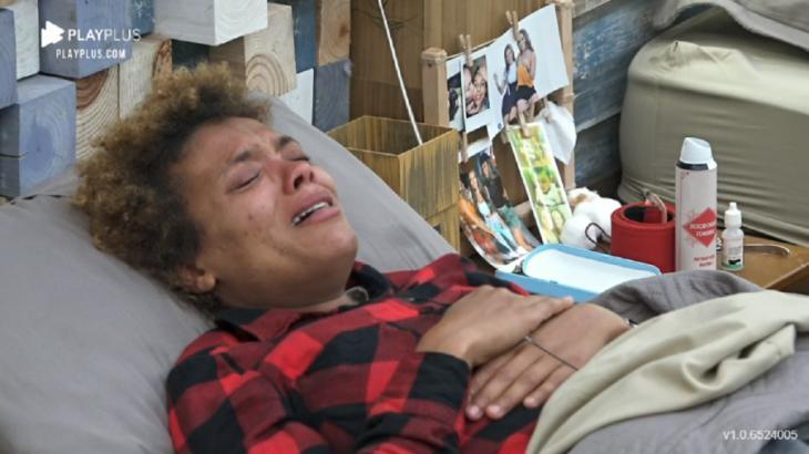 No quarto, Lidi chora em A Fazenda 2020