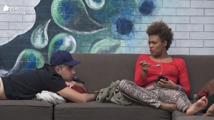 Na sala, Lidi Lisboa conversa com Lucas Maciel em A Fazenda 2020