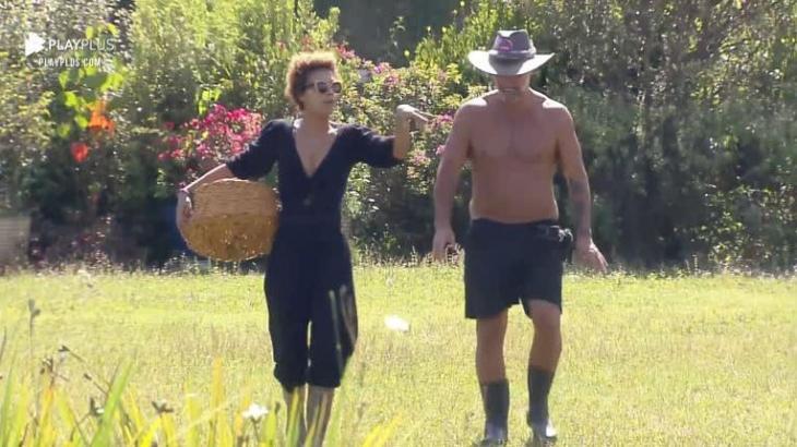 Na área externa, Lidi e Mateus conversam em A Fazenda 2020