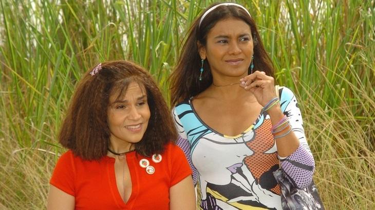Dira Paes e Claudia Rodrigues como Solineuza e Marinete em A Diarista