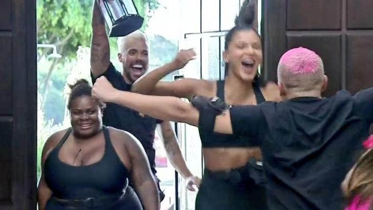 Peões comemoraram vitória de Lipe Ribeiro e Jakelyne Oliveira na Prova de Fogo em A Fazenda 2020