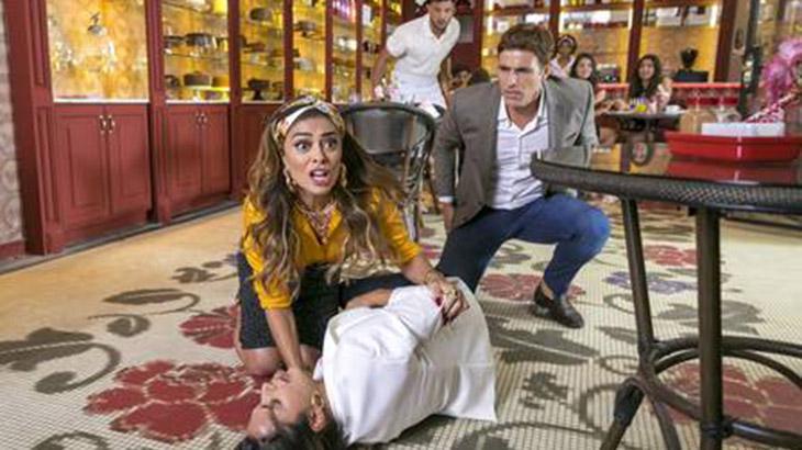 Rael tenta matar Maria, mas acerta cliente - Divulgação/TV Globo