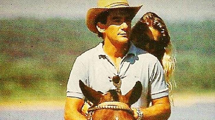 Adriane Galisteu relembra aniversário de Ayrton Senna em rede social