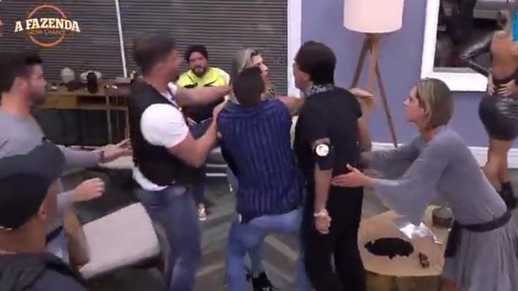 Ana Paula Minerato não se intimida e enfrenta Fabio Arruda