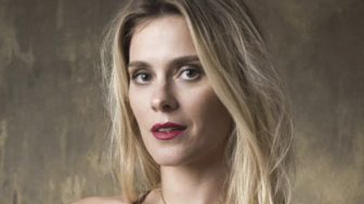 Carolina Dieckmann fica loiríssima: