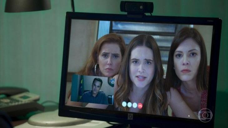 Alexia, Luna e Kyra em conferência virtual com agente federal