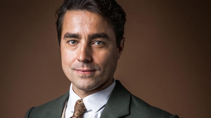Ricardo Pereira é Almeida em Éramos Seis - Divulgação/TV Globo