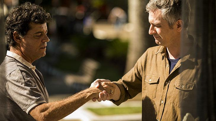 Américo (Felipe Camargo)  e Claudio (Pedroca Monteiro)