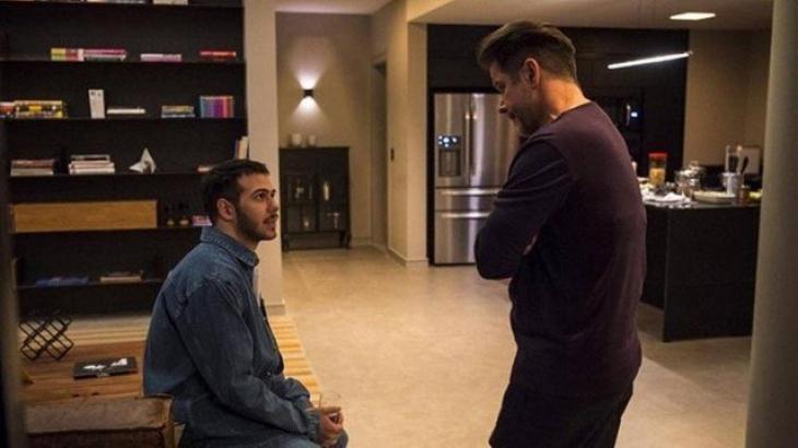 Raul e Vinícius conversam em Amor de Mãe - Divulgação/TV Globo